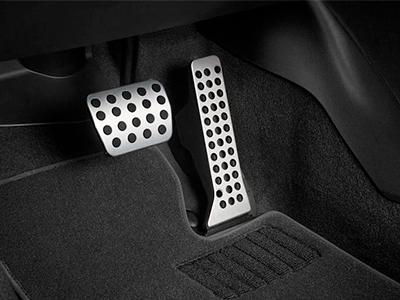 расположение педалей в автомобиле с механической коробкой фото